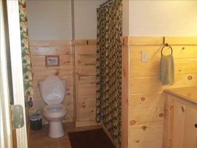 Raystown Lake lodge rental - Downstairs full bath