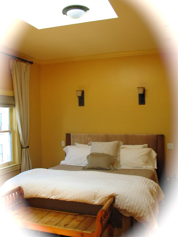 Main Bedroom - King Size Bed - Copper Skylight!