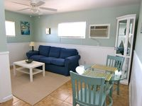 Beautiful 1-bedroom apartment steps to Lido Beach