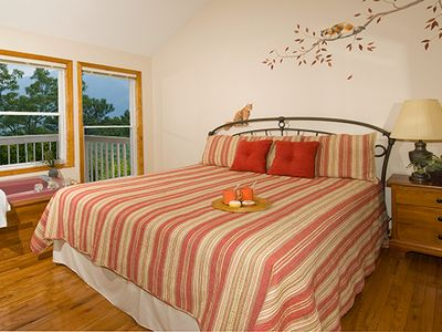 Gatlinburg chalet rental - BEDROOM ON TOP FLOOR WITH KING BED, GREAT VIEWS AND PRIVATE BATH AND TV