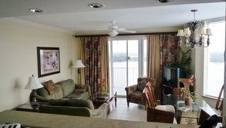 Lake Buena Vista condo photo - Living Room and Dining Room (Wide vista views of Lake Bryan)