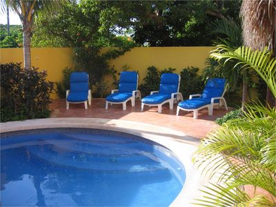 Isla Mujeres villa rental - Pool side loungers