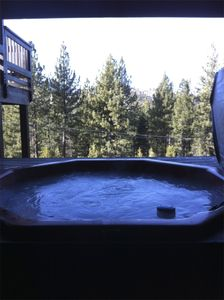 8 person hot tub with mountain views!