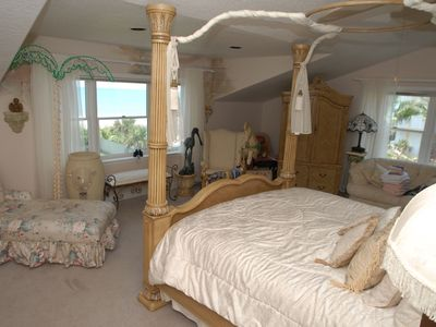 #2 Beach House Master Bedroom overlooking ocean king bed/full bath/TV