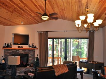 Show Low cabin rental - Living Area