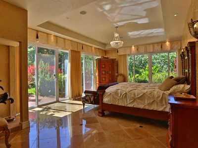 Treat your family like royalty in paradise! 8 ft glass walls w direct pool acces