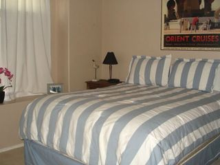 Guest room - Queen pillow matress bed