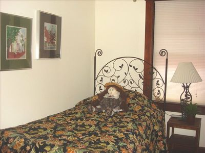 Frederick house rental - Middle Bedroom (Twin Sleep Number Bed)