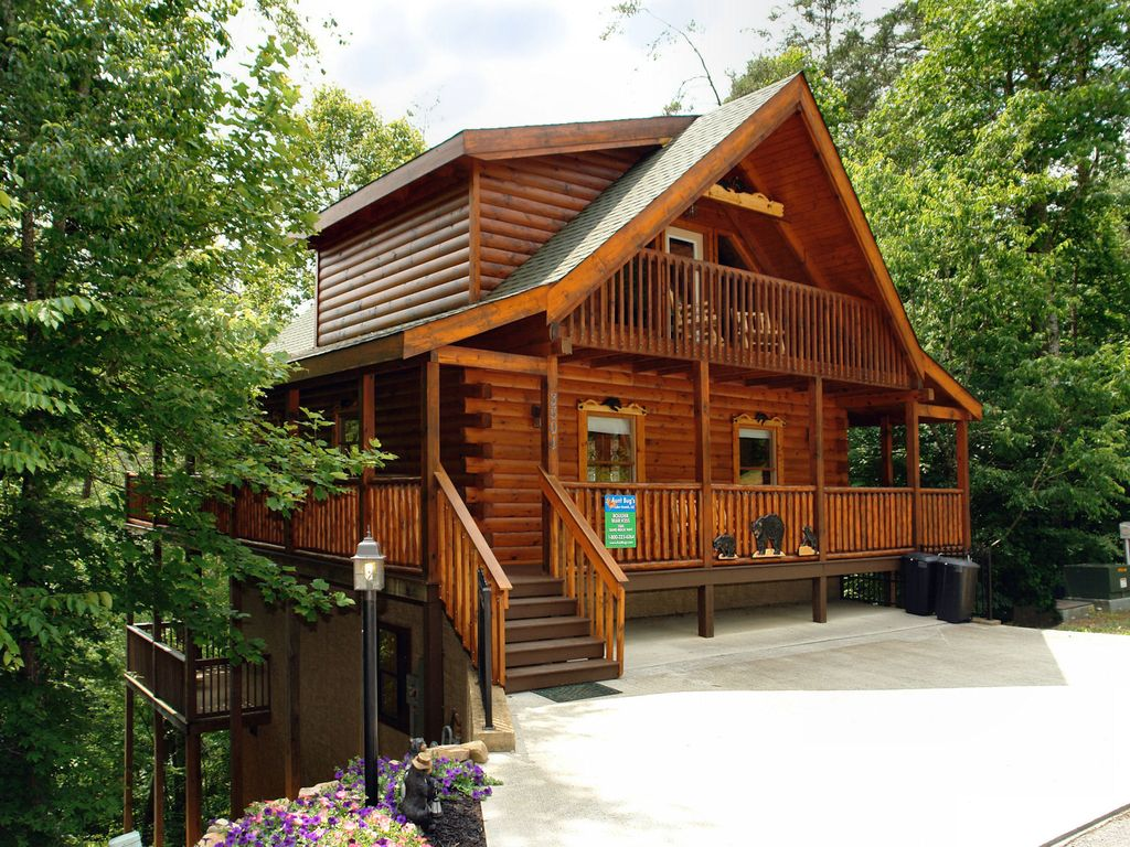 Pigeon forge resort cabin boulder bear cabin 355 vrbo for 10 bedroom cabins in tennessee