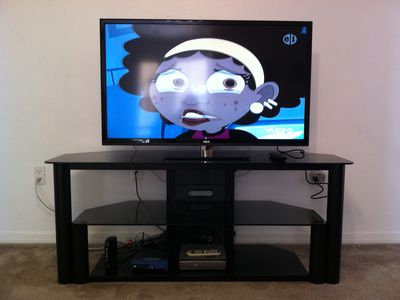 Large Flat screen tv in Living room. All bedrooms have flat screens