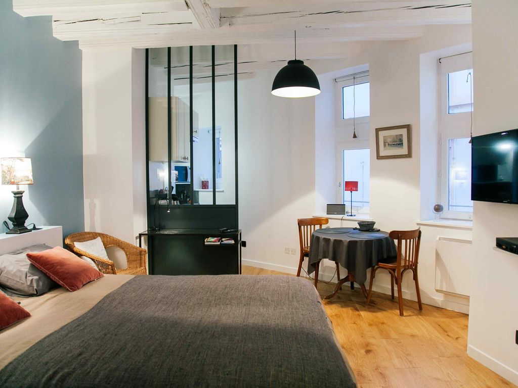 Cute apartment in old town with parking homeaway lyon for Location appartement design lyon