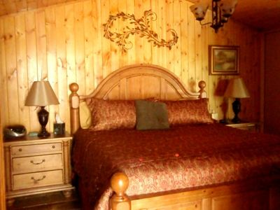 Sedona condo rental - Elegant bedding on a massive K comfy bed.