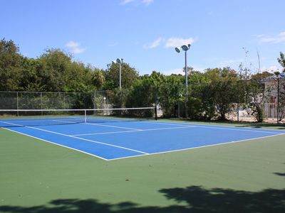 2 Tennis courts free of charge