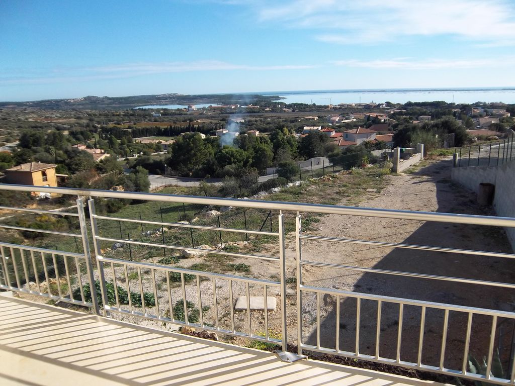 Accommodation near the beach, 55 square meters, with garden