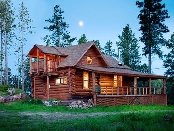 Deadwood cabin rental - Moonlit Mountain Crest