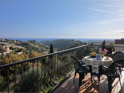2 large sunny rooms in villa, panoramic sea and mountain balcony