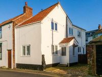 MILTON COTTAGE, pet friendly, with a garden in Hornsea, Ref 906792