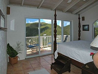 SEA TURTLE VILLA Master Bedroom w/ Deck