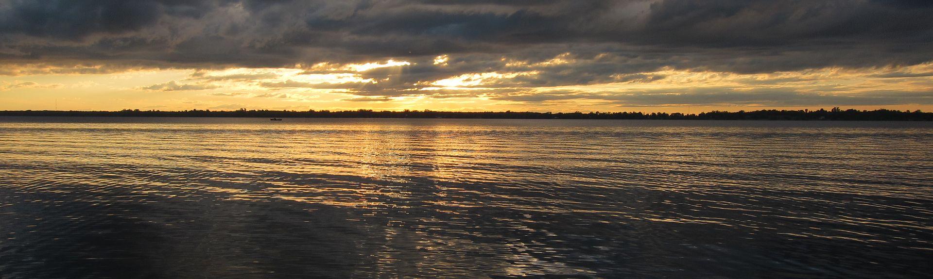 Lake on the Mountain Provincial Park, Prince Edward, Ontario, CA