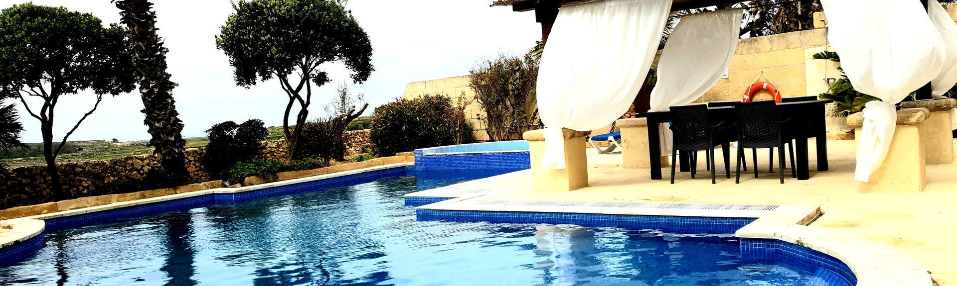 Xlendi, Munxar, Malta
