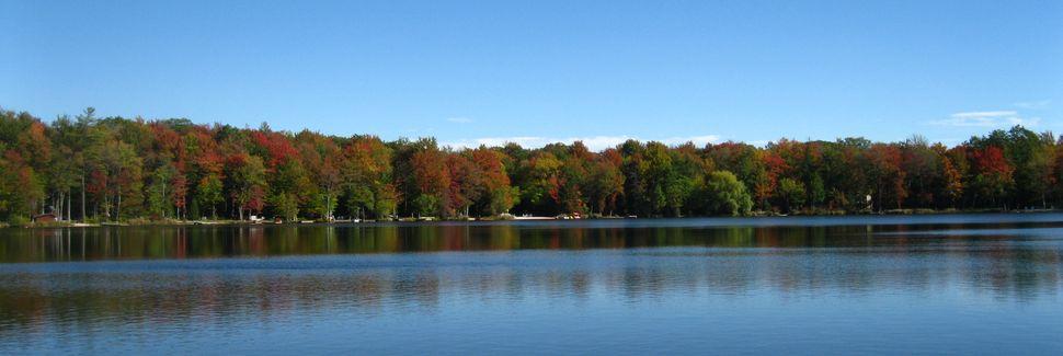 Pocono Mountain Lake, Bushkill, Pennsylvania, USA