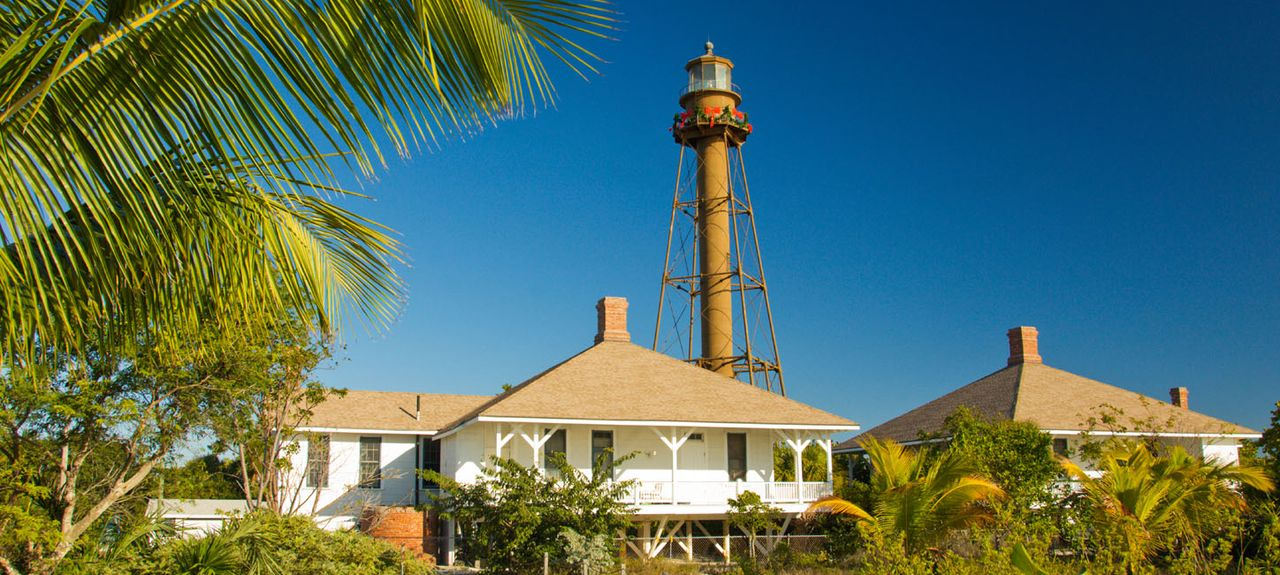 in beachfront sanibel front mg the waterside cottages of accommodations island resort on inn cottage a beach