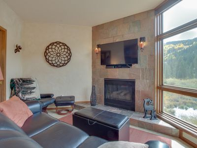 Photo for Condo in the heart of River Run Village, w/jet tub & mountain views