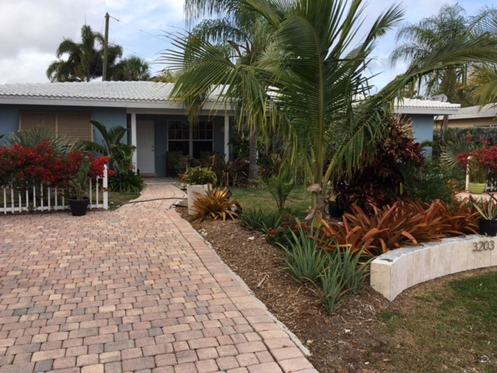 Updated Home Just A Block To The Beach - VRBO