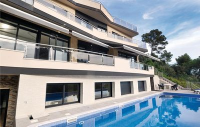 Photo for 6 bedroom accommodation in Santa Susanna