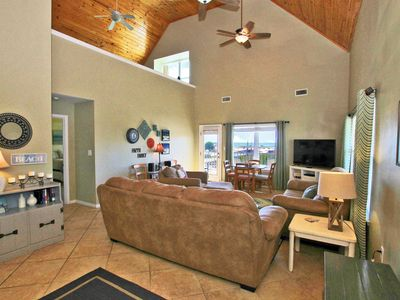 Four C's 205 - Spacious 3BR w/ Loft that sleeps up to 14!