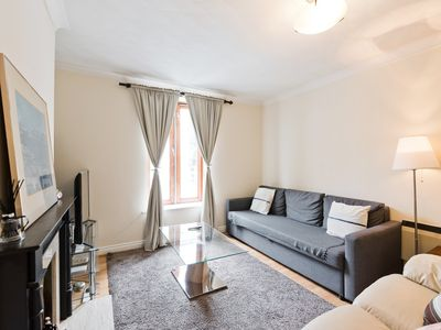Photo for Spacious 1 bedAptCityCentre near StStephens Green