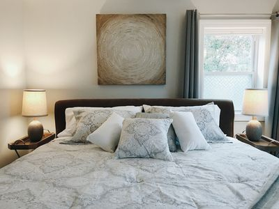 DeMew House Luxurious King Bed