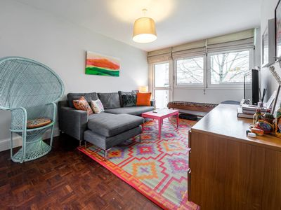 Photo for Bright & Airy 2bd apt 10 min walk from Chelsea
