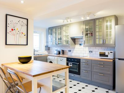 Photo for Chelsea View (IVY LETTINGS). Fully managed, free wifi, discounts available