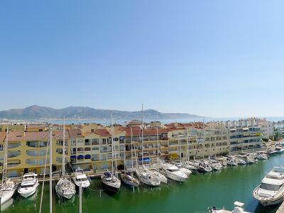 "Photo for Apartment a short walk away (472 m) from the ""Platja Empuriabrava"" in Empuriabrava with Lift, Internet, Balcony (88271)"