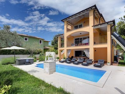 Photo for Magnificent villa with pool, whirlpool, sauna, gym, WiFi and only 2 km from the beach