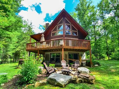 4 bedroom chalet w/ lake access, cozy fire pit, and hot tub!