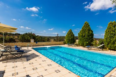 40 m² swimming pool with full privacy and removable wood fence for child safety