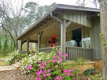 Peace & Quiet Cottage: A Private Woodland Retreat Less Than 2 Hrs East of Dallas