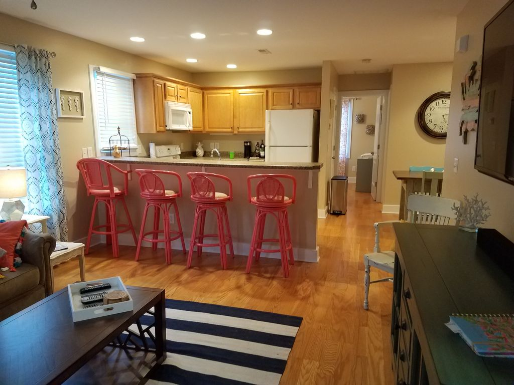 Newly Renovated & Furnished CB Condo. Short walk to public beach access!