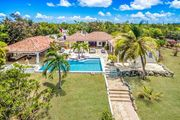 LA NINA... Irma Survivor! Includes Tennis Court & Gym for 2 lucky couples or small family