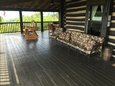 Bear Cabin Deck with a table with seating for 6, and 4 rocking chairs.