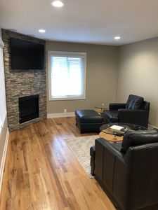 PREMIUM LEATHER FURNITURE, FIREPLACE, 5.1 MOVIE DOLBY SURROUND SOUND, COZY!