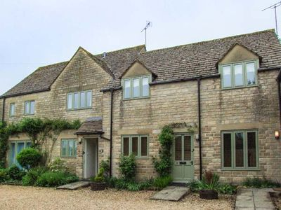 Photo for 1BR Cottage Vacation Rental in Cirencester