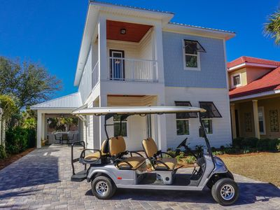 Golf Cart * 2 Community Pools, close to the beach, carport, 3 master suites