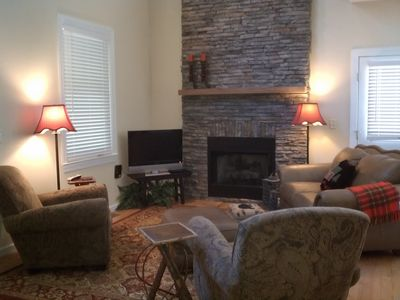 Comfortable Great Room With Soaring Ceilings.. DirecTV.. WiFi.. Phone