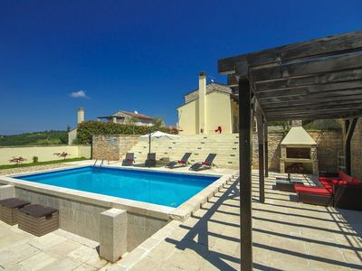 Photo for Detached villa with private pool in a wine region and 15 km from the beach