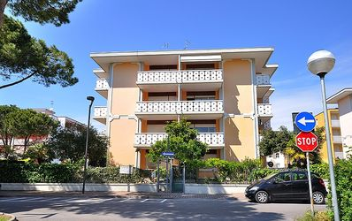 Photo for Villa Alexa, Bibione, apartment with 3 bedrooms, 6 people