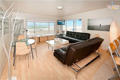 Spacious Living and Dining Area with 180 view of ocean. San Diego Beach House Rental