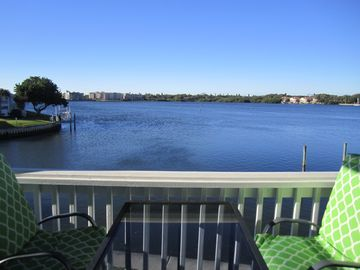 Relax and enjoy the water view. Close to Beaches, Museums and Attractions